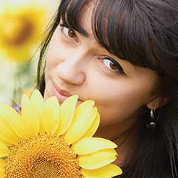 woman-smile-sunflower