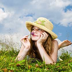 woman_grass_flower