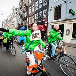 Activists ride bikes through the streets of Amsterdam on Global Divestment Day. Credit: Nichon Glerum www.nichon.nl